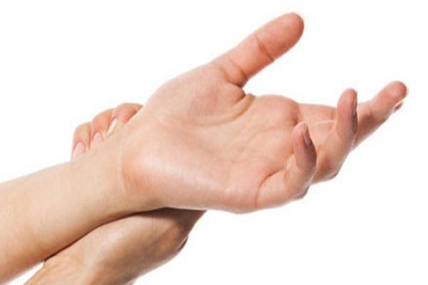 Người có nốt ruồi ở cổ tay phải tốt hay xấu?