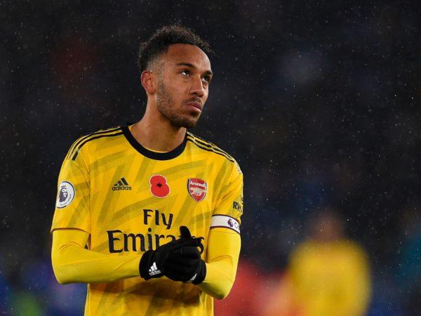 """Arsenal chưa thể """"trói chân"""" trụ cột"""